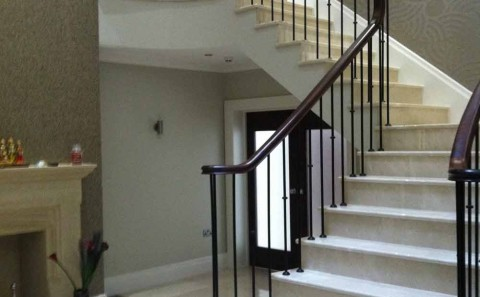 Crema marfil – Marble stairs – Four Oaks