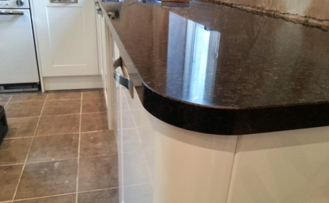 angola black granite worktop curved corner detail